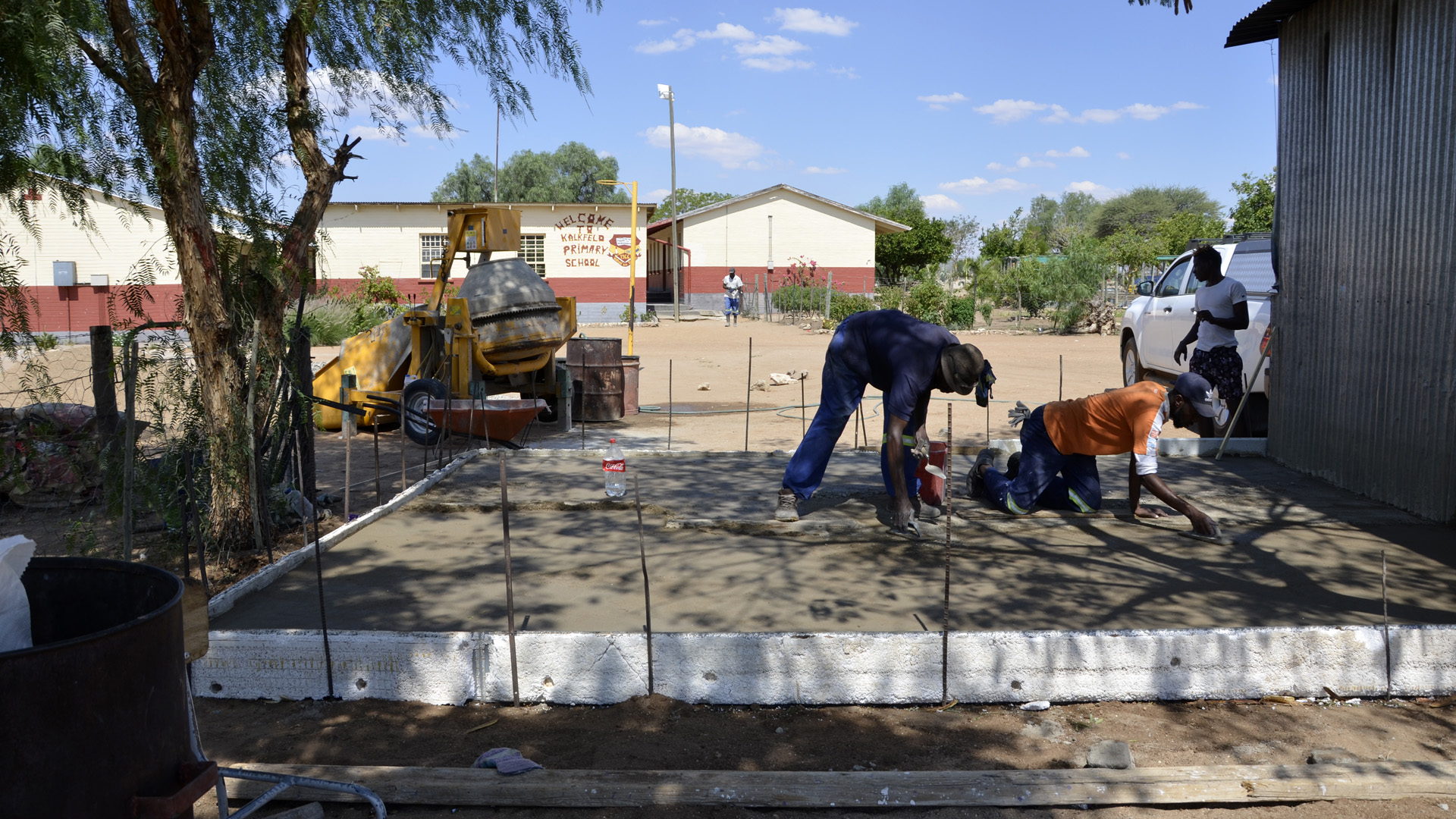 pouring concrete for the schoolgarden kitchen