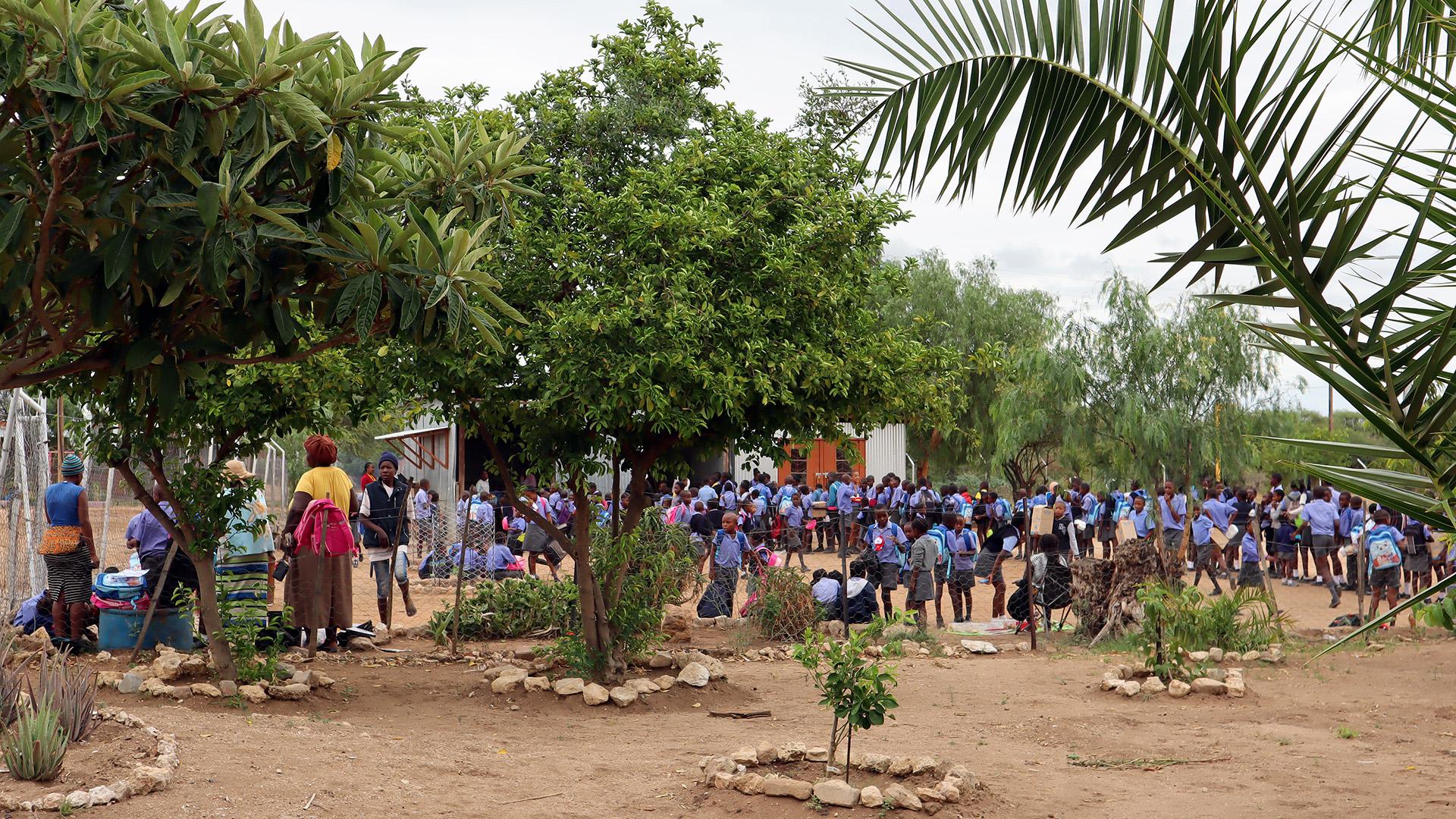 Morgens um 10 Uhr gibt es für alle der momentan 518 Schüler einen Teller Milliepap zu essen